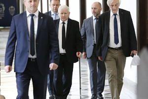 """Kaczyński o swoim kolanie: """"Miałem ostre zakażenie, NIEBEZPIECZNĄ BAKTERIĘ"""""""