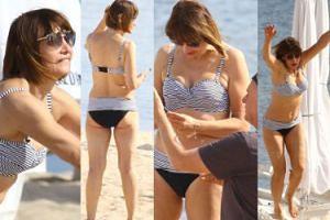 Prawie 60-letnia (!) Grażyna Wolszczak wygina się w bikini na plaży (ZDJĘCIA)