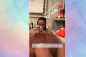 Syn Nosowskiej pluska się w wannie z koleżanką