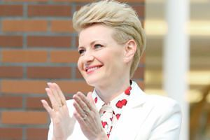 """Małgorzata Kożuchowska dostała auto za ćwierć miliona! """"Wybrała jaguara XF w eleganckiej czerni"""""""