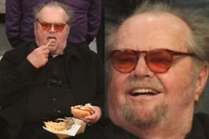 Dorodny Jack Nicholson zagryza hamburgera frytkami na meczu koszykówki (FOTO)