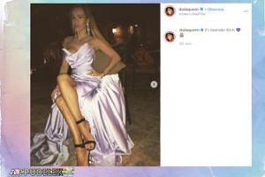 Biust Dody próbuje wymsknąć się z lawendowej sukienki
