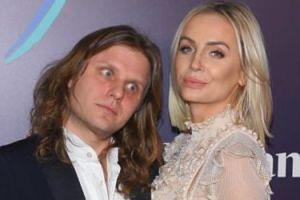 """Agnieszka Woźniak-Starak zapewnia, że jej mąż nie traci charyzmy. """"Jest duszą towarzystwa"""""""