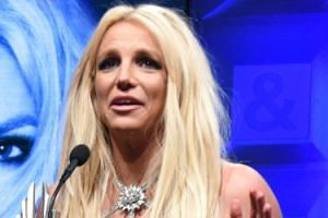 """Ekipa Britney Spears usuwa z jej otoczenia alkohol. """"Cieszy się z kolejnego roku w trzeźwości"""""""