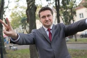 """Seksposeł Zbonikowski nie poniesie kary za znęcanie się nad żoną. """"Czyny miały NISKĄ SZKODLIWOŚĆ SPOŁECZNĄ"""""""