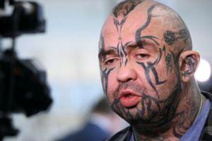 Różal miał problemy z wejściem do Sejmu? Wszystko przez wytatuowaną twarz (TYLKO U NAS)