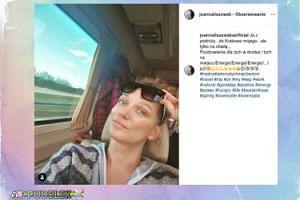 Joanna Liszowska pozdrawia z pociągu