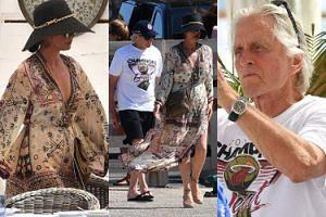 """Skwaszeni Catherine Zeta-Jones i Michael Douglas spędzają """"luksusowe"""" wakacje w Saint Tropez (ZDJĘCIA)"""