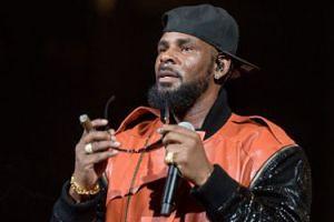 R.Kelly molestował, gwałcił i... kazał pić mocz swoim fankom!