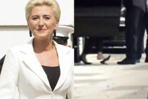 """Agata Duda została """"kopciuszkiem"""" Białego Domu. Zgubiła but przed limuzyną... (WIDEO)"""