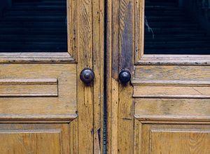 Drewniane drzwi - co warto wiedzieć przed ich wyborem?