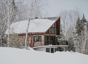 Jak prawidłowo zabezpieczyć dach domu przed zimą?