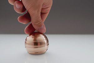 Magiczna kulka Mezmoglobe. Iluzja optyczna, na którą można patrzeć godzinami