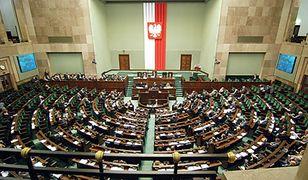 Sondaż: tylko 4 partie w Sejmie. PO zyskuje najwięcej