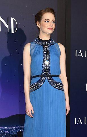 LOOK OF THE DAY: Emma Stone w sukience Prada