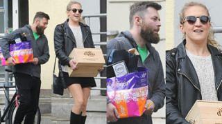Miesiąc miodowy Lary Gessler: Razem z mężem nosi skrzynki do restauracji (ZDJĘCIA)