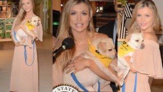 Joanna Krupa pozuje z psem na konferencji prasowej w Los Angeles (ZDJĘCIA)