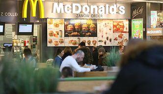 Koronawirus w Polsce. McDonald's redukuje etaty i wprowadza postojowe