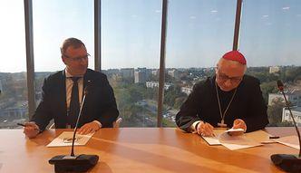 W TVP codziennie msza i koronka. Jest umowa Kurskiego z biskupami