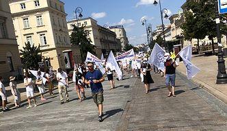 """Protest medyków na ulicach Warszawy. """"Pozwólcie leczyć pacjentów lepiej!"""""""