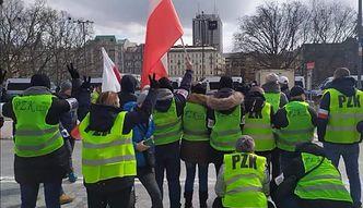 Polskie Żółte Kamizelki. Paweł Tanajno był dla nich za mało radykalny. To oni zaatakowali punkt szczepień