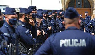 """Policjanci na L4 . Trwa walka o wyższe wynagrodzenia. """"Wśród funkcjonariuszy wrze"""""""
