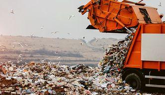 Opłaty za śmieci. Senat za odrzuceniem maksymalnej stawki za odpady według wskazań wodomierza