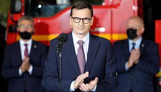 Premier u strażaków. Mówi, że ugasił pożar budżetu