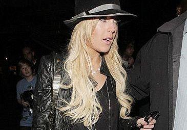 Pijana Lindsay rzuciła się na paparazzi!