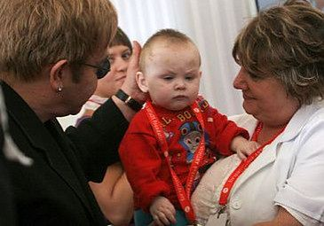 Elton John nie może adoptować chłopca!