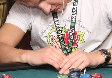 Mroczki uzależniają się od pokera?