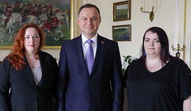 """Samotne matki w Pałacu Prezydenckim. """"Progi dochodowe są nierealne"""""""