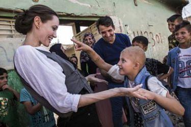 """Przejęta Jolie odwiedziła Mosul. """"To największe spustoszenie, jakie w życiu widziałam"""""""