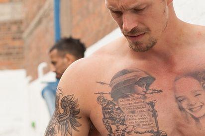 Dlaczego Szwedzki Aktor Ma Polskie Tatuaże Powstańcze