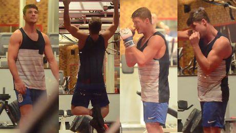 Roznerski ćwiczy mięśnie na siłowni SEKSOWNY