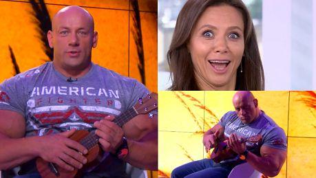 Hardkorowy Koksu cytuje Kingę Rusin i gra na ukulele Słońce ma dwa końce