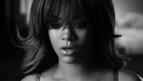 Seksowna Rihanna w bieliźnie i jeansach