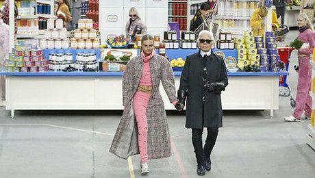 Pokaz Chanel w supermarkecie
