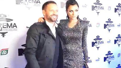 Siwiec pozuje z mężem na imprezie MTV