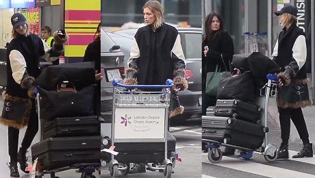 Anja Rubik i jej 4 walizki na lotnisku w Warszawie