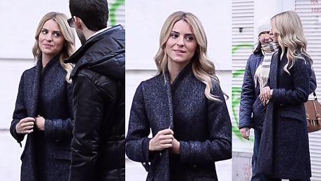 Kasia Tusk pozuje z fanami pod TVN em