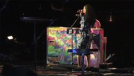 Rihanna śpiewa Umbrella z Coldplay