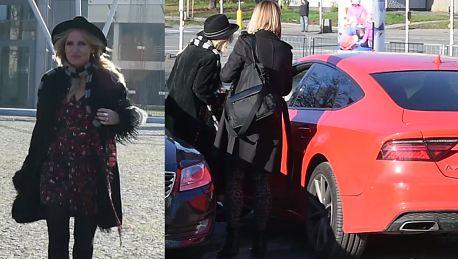 Roześmiana Markowska wsiada do Audi za 200 tysięcy złotych