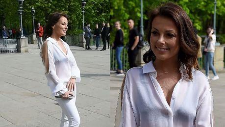 Katarzyna Glinka w białej stylizacji strofuje paparazzi