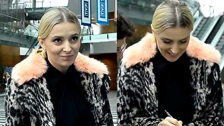 Halina Mlynkova rozdaje autografy w futrze pod TVP