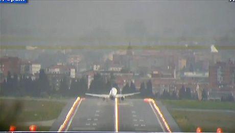 Samoloty ZWIEWANE z pasa startowego