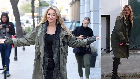 Rozpromieniona Wojciechowska czule wita się z paparazzi
