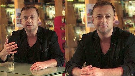 Czesław Mozil reklamuje film o uwodzeniu Ile razy szukałem siebie w gazecie