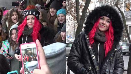 Tłum fanów czeka na Saszan przed Dzień Dobry TVN