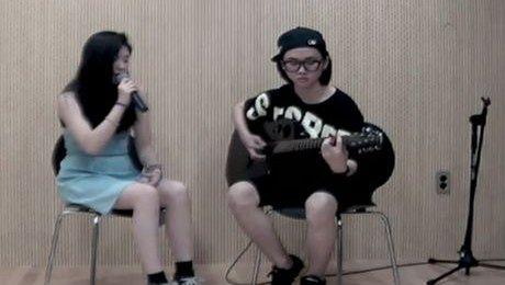 Nastolatka śpiewa przebój Amy Winehouse